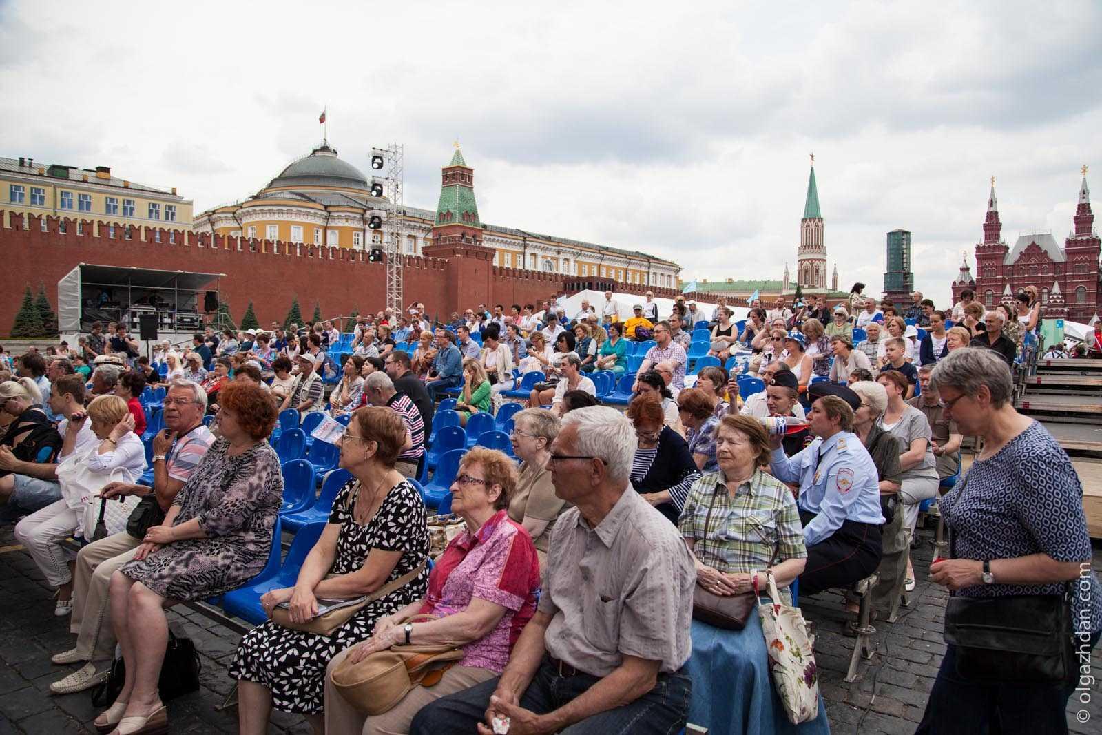 пенсионеры на Красной площади